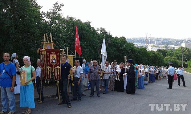 по дороге кто-то присоединялся, кто-то, наоборот, уезжал. В Смоленск вошло 116 паломников.