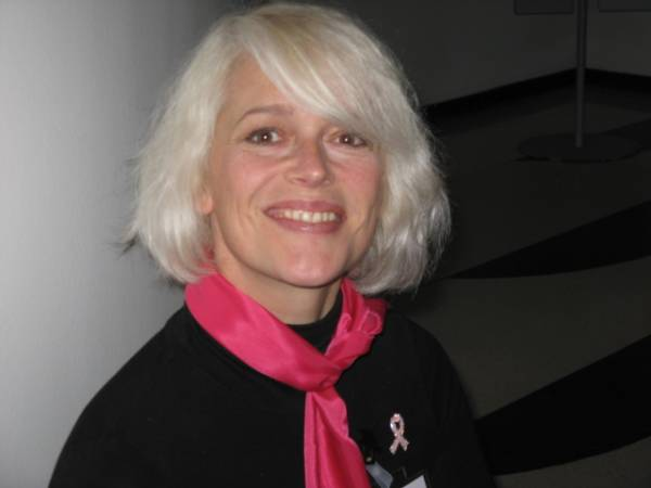 Голландка Дитта Куйпенс, которой удалили опухоль груди в 42 года, рассказала, как она живет дальше