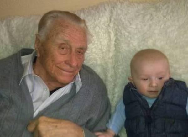 «Думаю, правнук Егор (на снимке) получит 4 высших образования. А пока он растет и учится говорить».