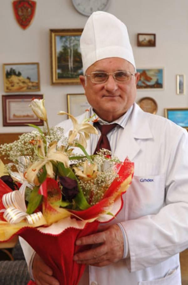 Нейрохирург Смеянович провел операции на мозге почти у 9000 пациентов. Люди, записанные в потенциальные инвалиды, становятся трудоспособными, более 5 лет нет операционной летальности
