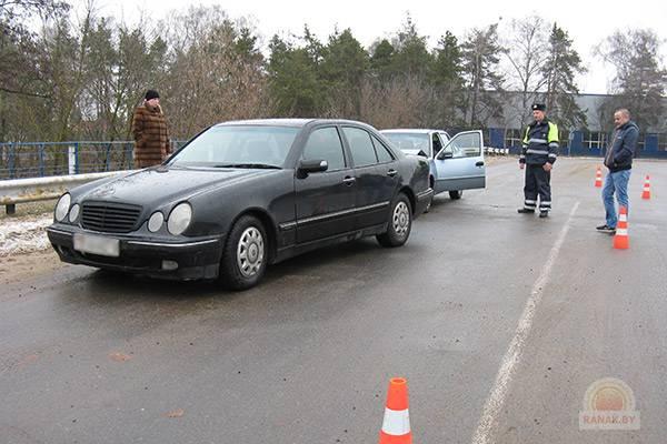 В Светлогорске священник с признаками алкогольного опьянения врезался в Mercedes