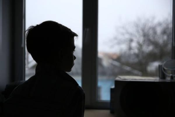 «Наши врачи разводят руками». В Барановичах живет мальчик с редким генетическим заболеванием – «болезнью бабочки» (буллезный эпидермолиз)