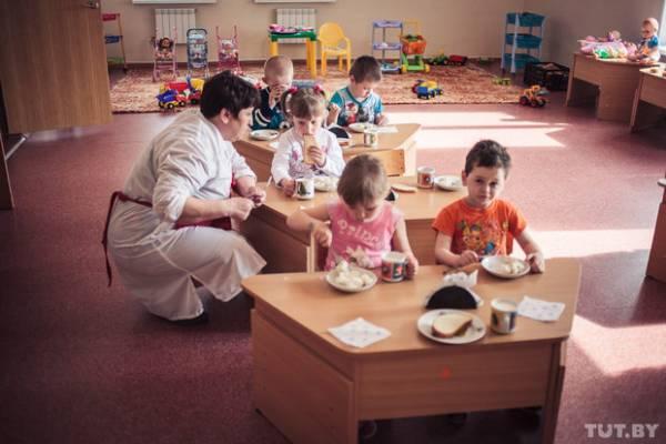 Требования для учреждений дошкольного образования Беларуси: Минздрав разрешил кормить детей в детских садах сосисками только высшего сорта