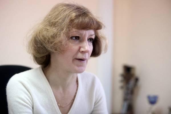 Главный внештатный диетолог Минздрава Марина Попова спешит разочаровать особо доверчивых пациентов, полагающих, что для избавления от лишнего веса достаточно одной таблетки