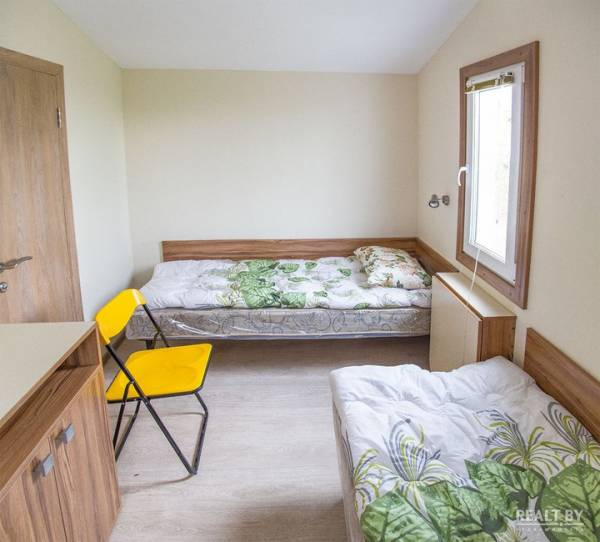 На территории РНПЦ детской онкологии и гематологии в Боровлянах начали устанавливать домики для временного пребывания родителей и детей