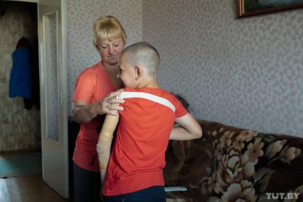 Стас с мамой. Фото: Дмитрий Брушко, TUT.BY