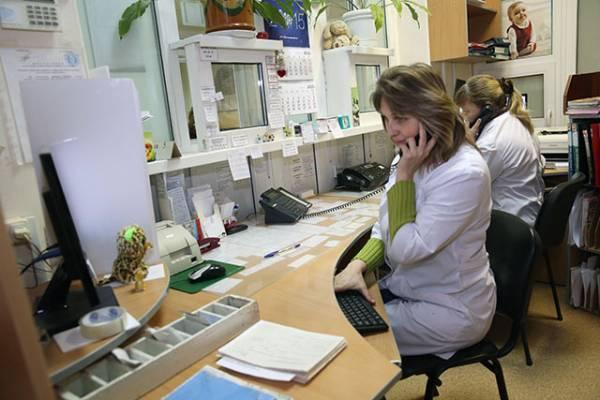 Корреспондент агентства «Минск-Новости» подежурила час вместе с медрегистраторами 10-й городской детской поликлиники, что находится в столице на ул. Шишкина, 24.
