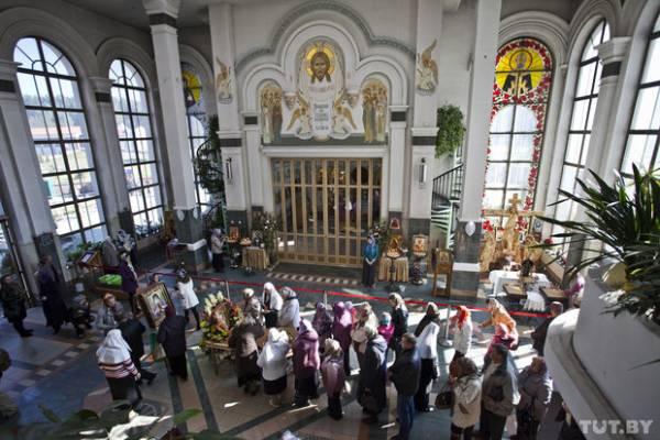 К мощам святого Луки в Минске приходят поклониться и врачи, и пациенты