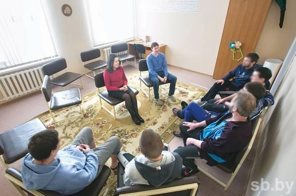 Репортаж газеты «Рэспублiка»: где выгоднее лечиться анонимно платно от алгоколизма в Минске - в частных центрах или в государственных?