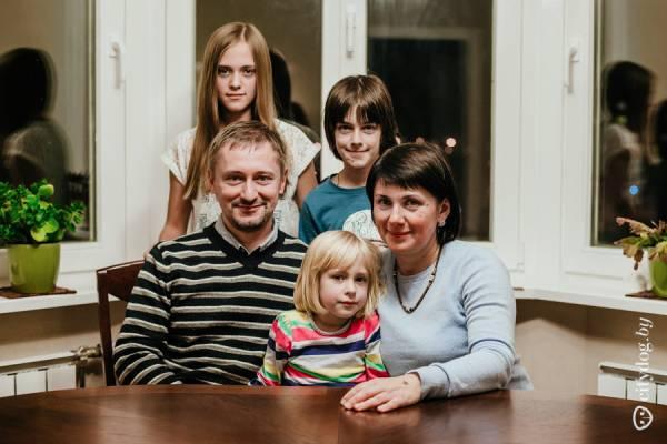 Дмитрий и Ольга, Марта (12 лет), Якуб (10 лет), Доминика (5 лет)