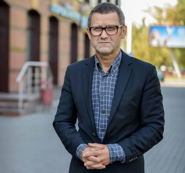 Александр Терещенко  — врач с 25-летним стажем, хирург, журналист. Автор и ведущий телепрограммы «Врачебные тайны плюс» на канале «НТВ-Беларусь».