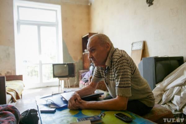 Уже сегодня Виктор Лаврентьевич понимает, что надо было тогда уступить дочери, убраться в квартире и жить себе спокойно.