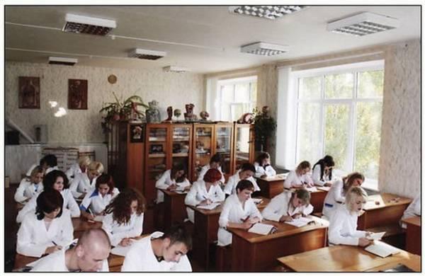 Cтудентов Гомельского медколледжа наказывают за прогулы уборкой помещений, также введена система платной отработки академических задолженностей