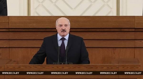 «Сажал, и будем сажать». Лукашенко продолжит борьбу с коррупцией в медицине