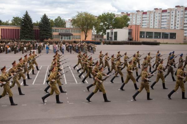 В воинской части в Уручье солдата сбросили с 4 этажа. Медики из военного госпиталя его спасли