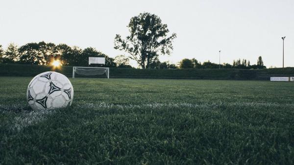На футбольной площадке умер подросток