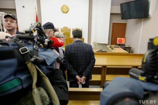 Приговоры: замминистру Игорю Лосицкому - 6 лет лишения свободы в колонии усиленного режима с конфискацией, главврачу 12-й стоматологической поликлиники Владимиру Кравченку — 5 лет