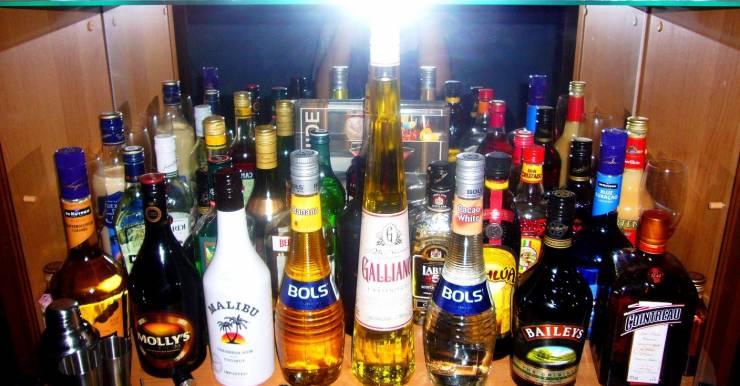 Бар с алкоголем