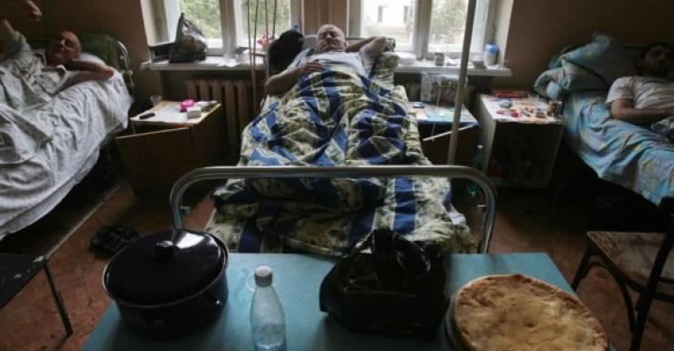 Скученность и сложность гигиенических отправлений часто становятся настоящим испытанием для белорусских больных.