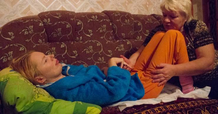 «В больнице скорой помощи в Могилеве спасли, но не старались вылечить»: мать 5 лет пытается поставить на ноги дочь-следователя после ДТП, помочь могут только за рубежом
