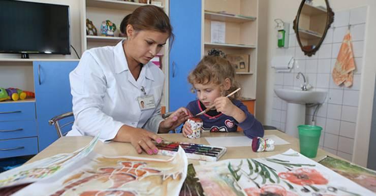 В мире для лечения детей с детским церебральным параличом трансплантацию стволовых клеток стали использовать 5–7 лет назад. В Беларуси также освоили этот метод.